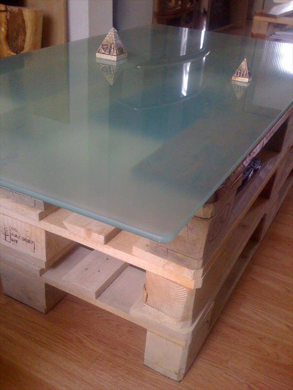 Diy Pallet Coffee Table With Glass Top And Lights 101 Pallets