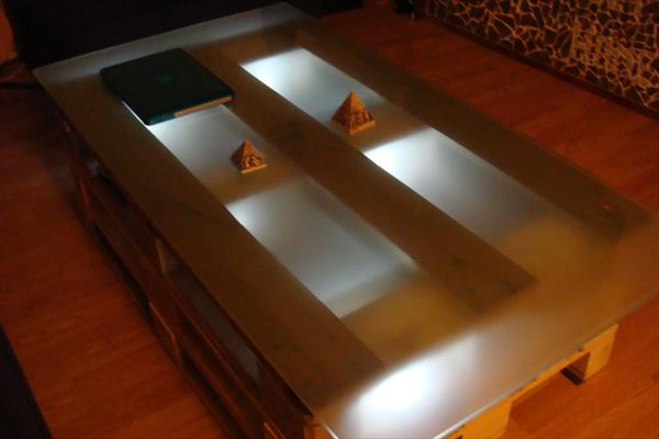 Diy Pallet Coffee Table With Glass Top And Lights Pallets