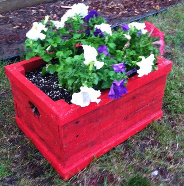 Diy reclaimed pallet crate flower planter 101 pallets for Making planters from pallets