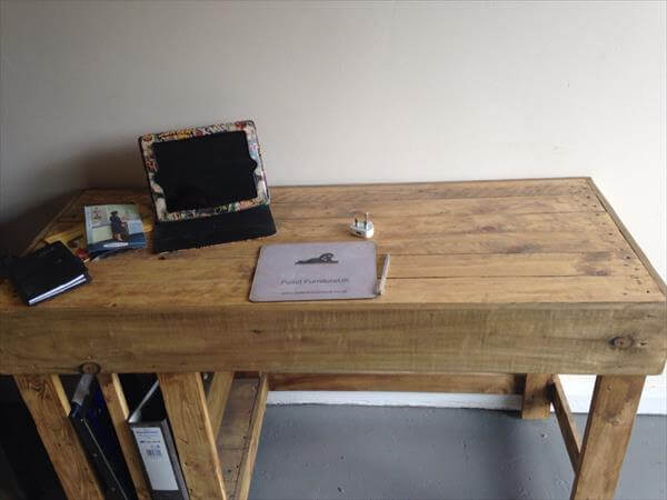 ... diy wooden pallet computer desk diy upcycled pallet wall computer