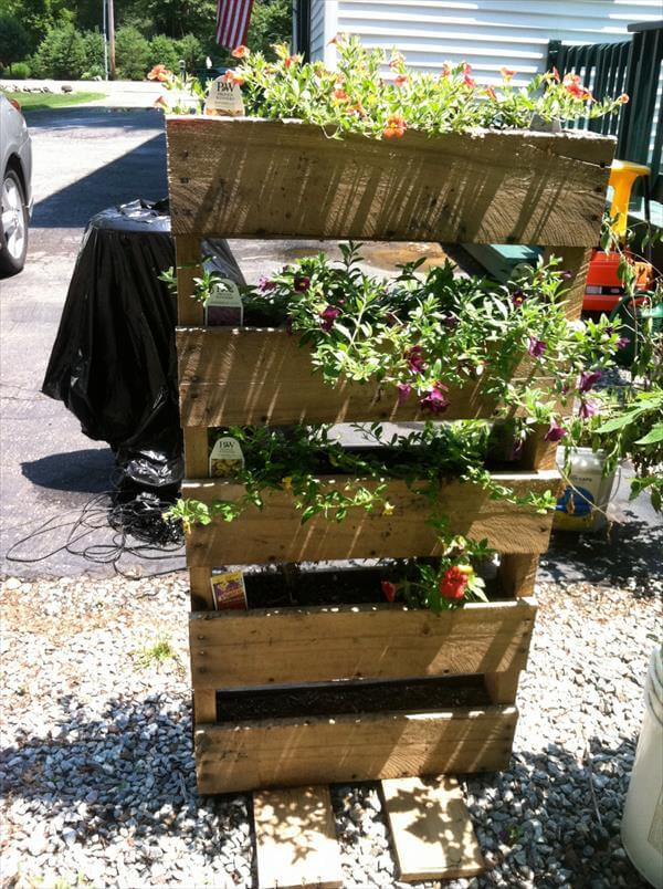 DIY Rustic Pallet Vertical Planter | 101 Pallets
