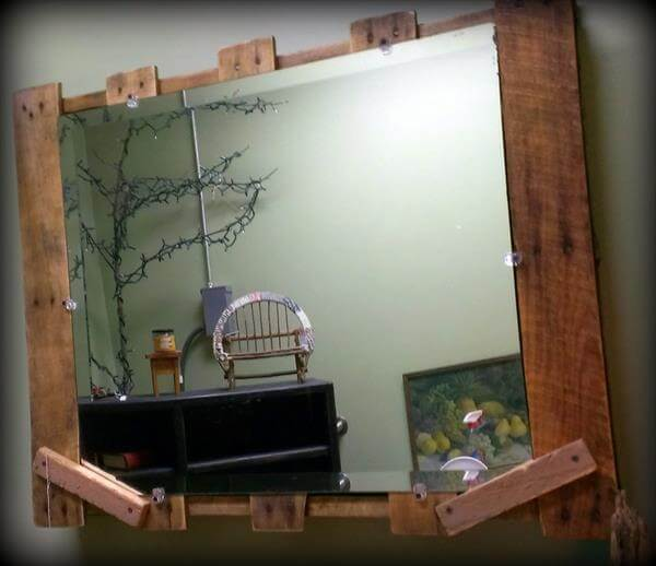 Pallet Home Decor- Rustic Pallet Mirror | 101 Pallets