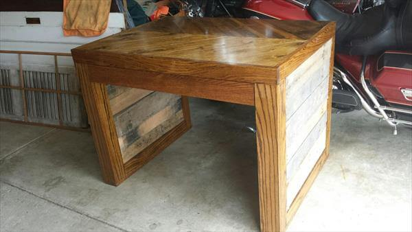 recycled pallet desk and coffee table