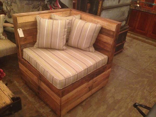 DIY Cushioned Pallet Corner Chair 101 Pallets