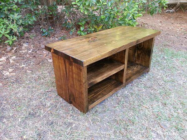 Rustic Pallet Bench with Shoe Rack | 101 Pallets