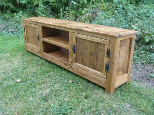 DIY Pallet TV Stand Media Cabinet Console Table 101