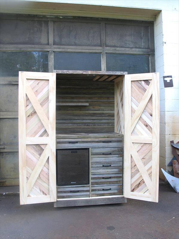 Pallet cabinet for storage diy pallet sideboard or kitchen cabinet - Diy Pallet Chevron Hutch And Storage Cabinet 101 Pallets