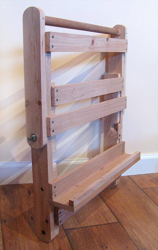 Diy Pallet Adjustable Easel And Display Stand 101 Pallets