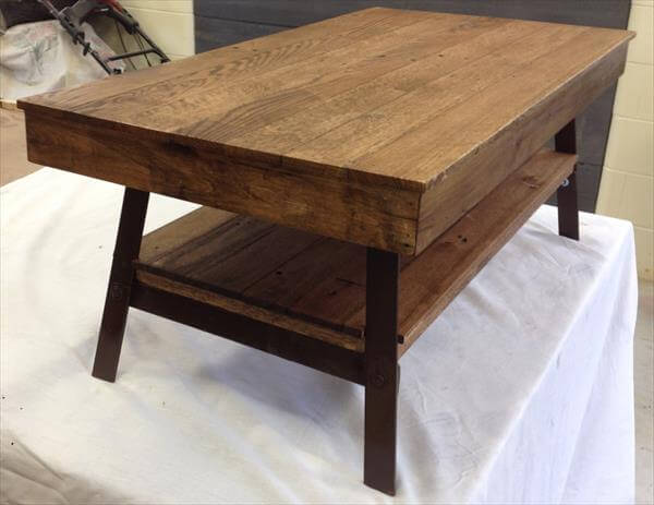 Diy Pallet Recycled Coffee Table With Steel Legs 101 Pallets