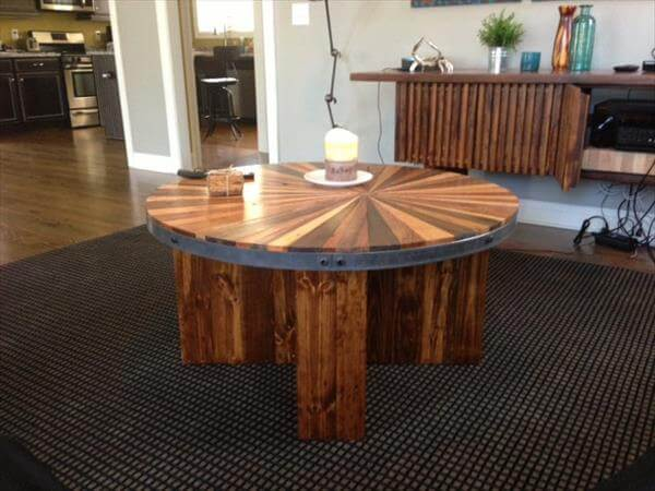 Diy sunburst round topped pallet coffee table 101 pallets - Table de jardin palette ...