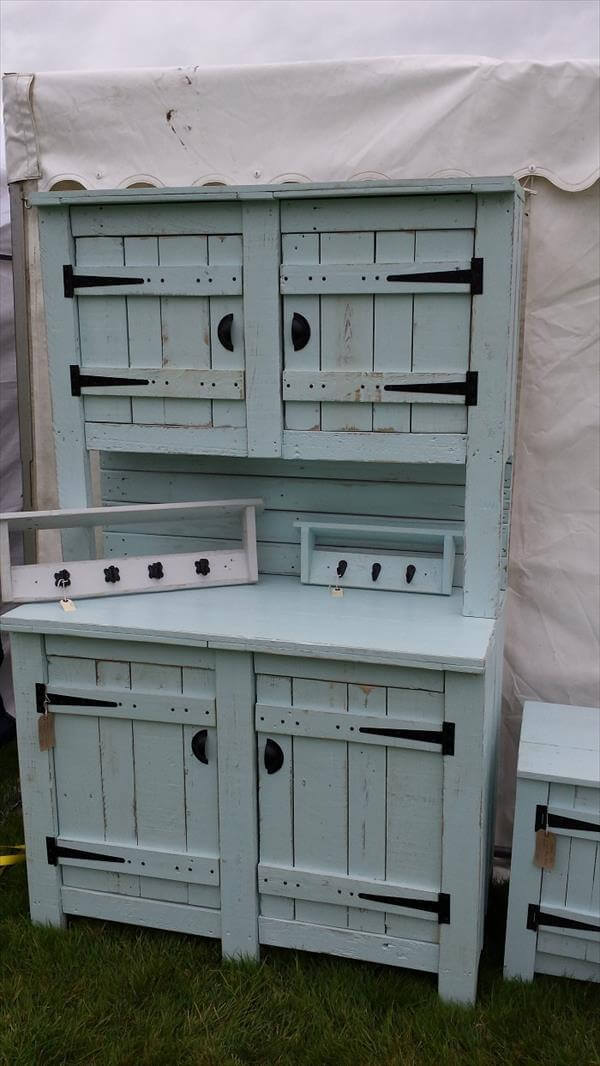 diy pallet buffet and hutch 101 pallets. Black Bedroom Furniture Sets. Home Design Ideas