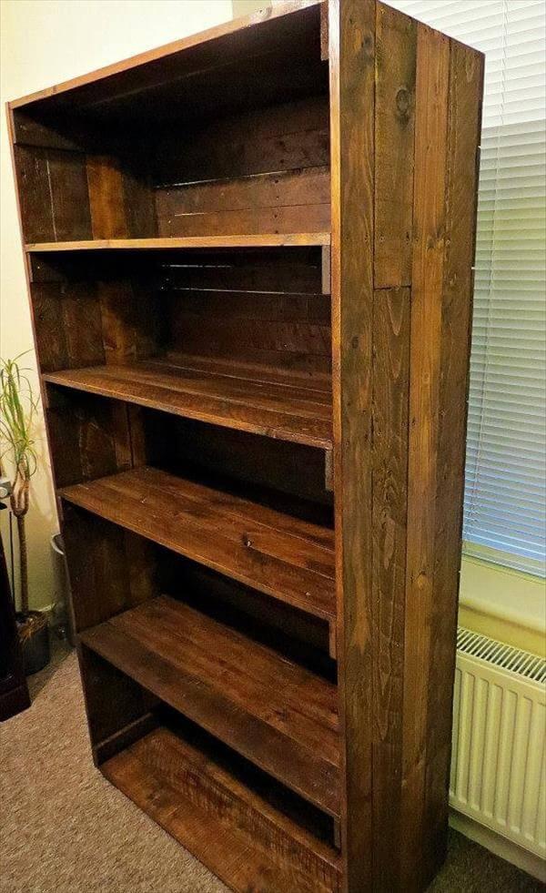 reclaimed pallet bookshelf