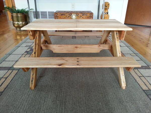 reclaimed pallet toddler picnic table