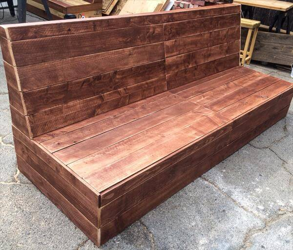 Diy beefy pallet armless outdoor sofa 101 pallets for Make a pallet sofa