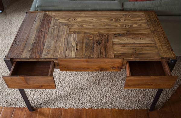 Pallet Desk with with Metal Legs / Sofa Table | 101 Pallets