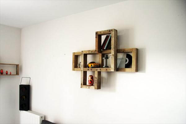 Diy pallet wall hanging art shelf 101 pallets for How do you spell pallets