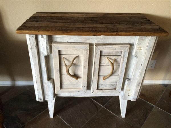 Diy shabby chic pallet sideboard 101 pallets for Pallet shabby chic