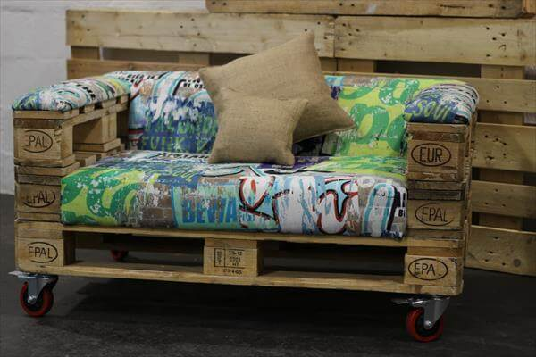 recycled pallet rolling sofa