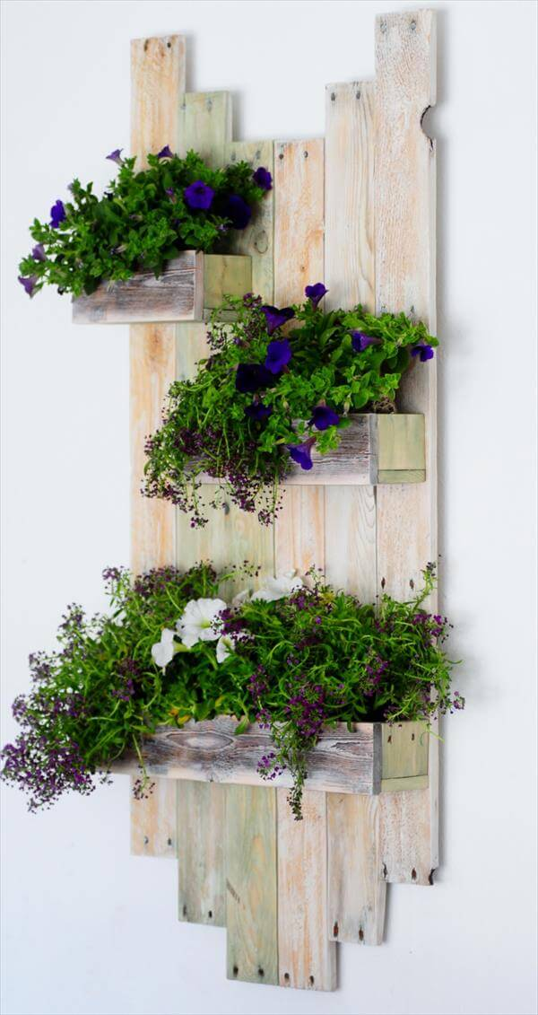 Hanging Wall Garden Diy : Diy reclaimed pallet hanging planter pallets