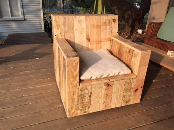 Diy beefy pallet wood armchair 101 pallets Homemade wooden furniture