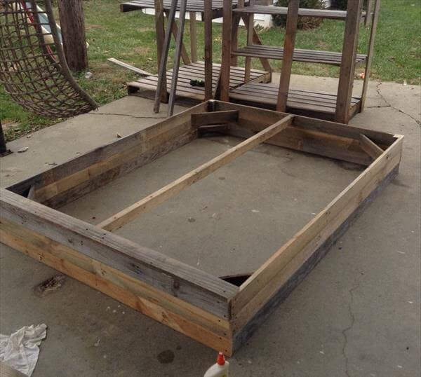 Install the pallets into beautiful diy bed 101 pallets for Pallet platform