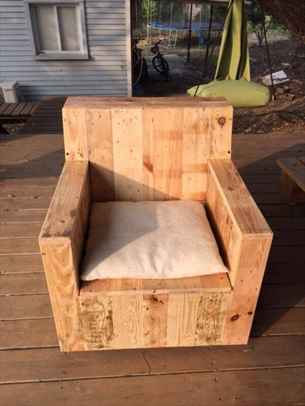 DIY Beefy Pallet Wood Armchair