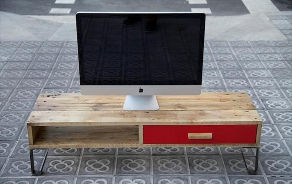repurposed pallet TV stand
