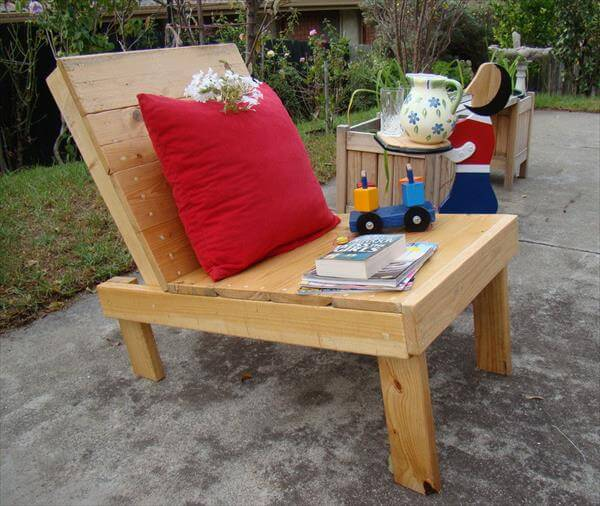 upcycled pallet outdoor chair