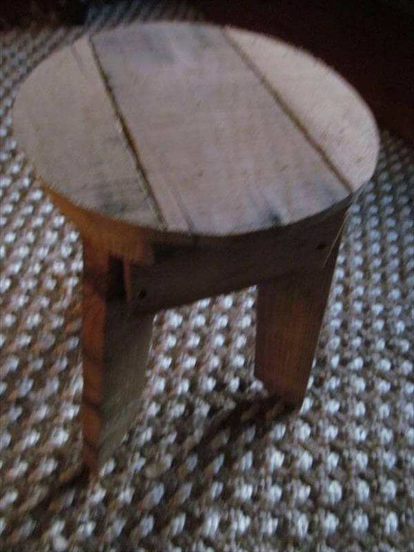Pallet Stool With Round Shape Berth 101 Pallets
