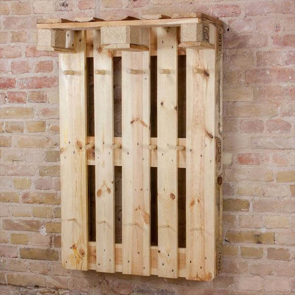 diy euro pallet coat rack hanging wardrobe 101 pallets. Black Bedroom Furniture Sets. Home Design Ideas