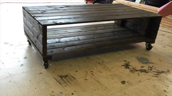 DIY Pallet Stylish Coffee Table On Wheels 101 Pallets