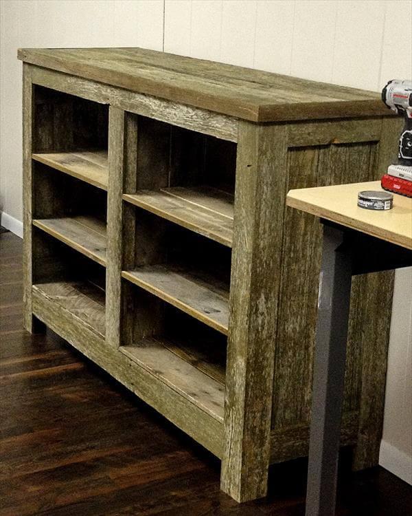 DIY Pallet Bookcase / Shelves | 101 Pallets