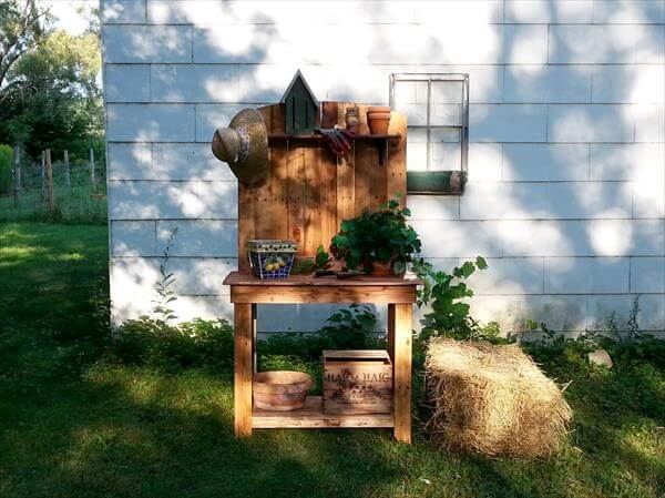 Diy wood pallet potting bench 101 pallets for Things to make out of wooden pallets