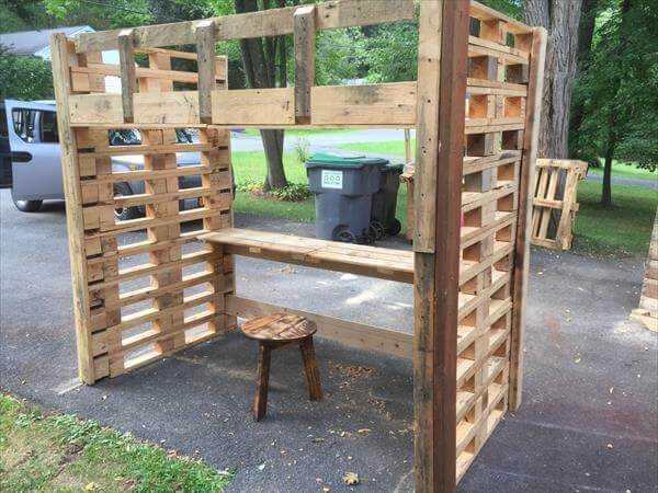 Pallet Bed Frame with Study Desk | 101 Pallets