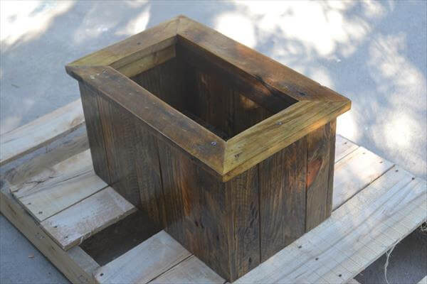 upcycled wooden pallet planter