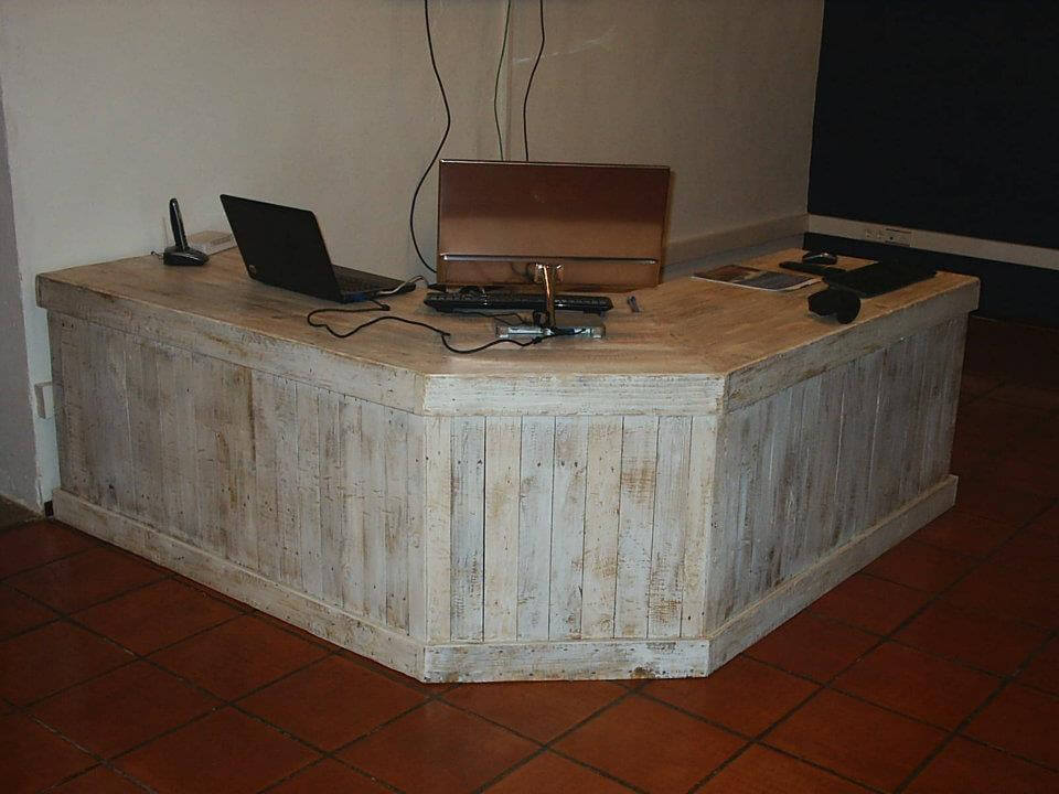 Rustic pallet working desk