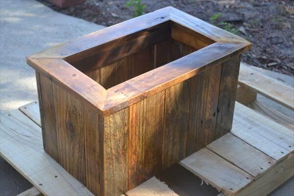 Diy Pallet Planter Box Tutorial 101 Pallets