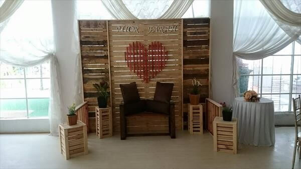 wooden pallet marriage stage