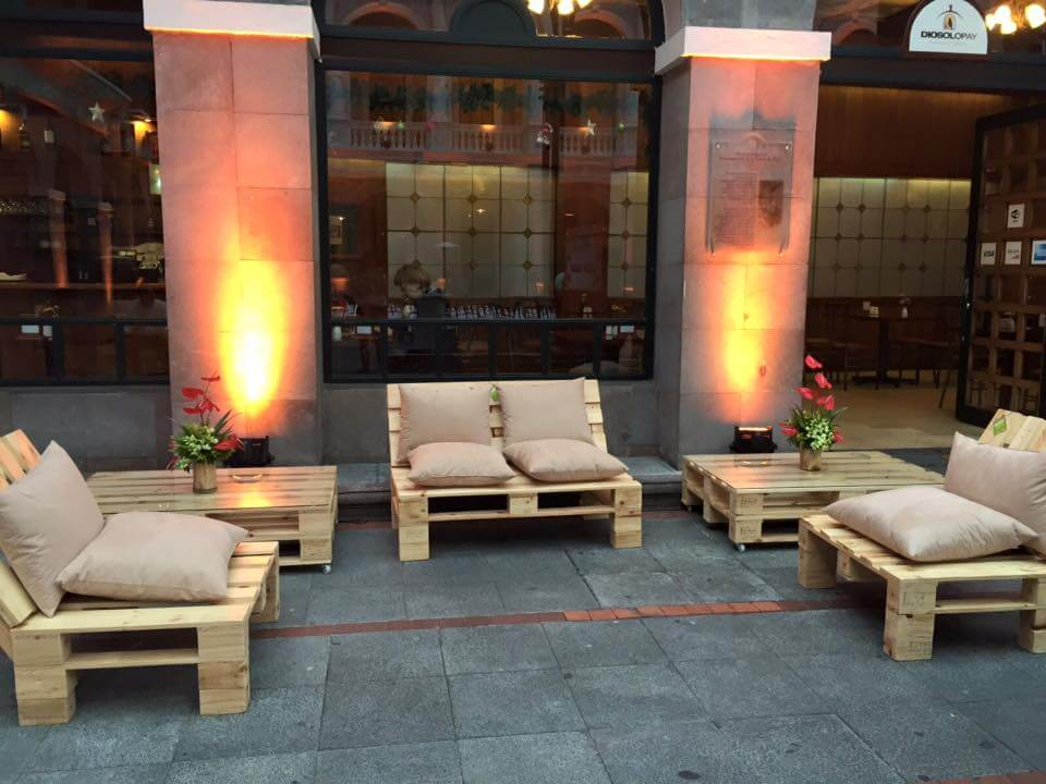 gorgeous pallet seating set