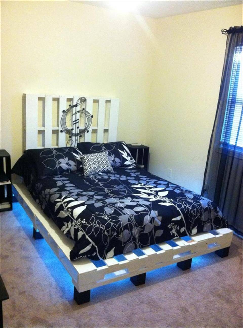 ... -Built Pallet Platform Bed Pallet King Size Bed with Crate Storage