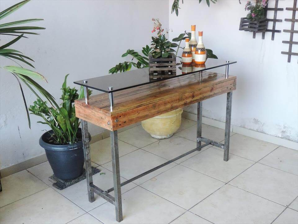 pallet display table