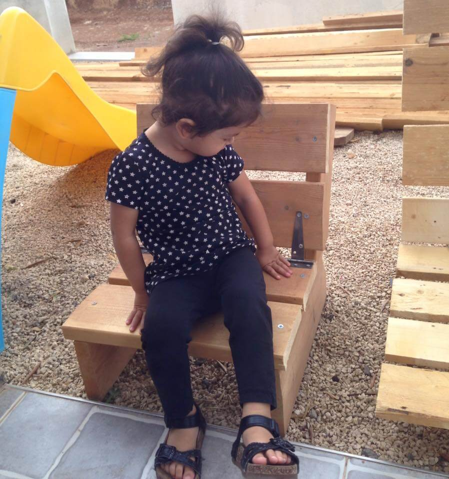 pallet kids chair with hinged backrest