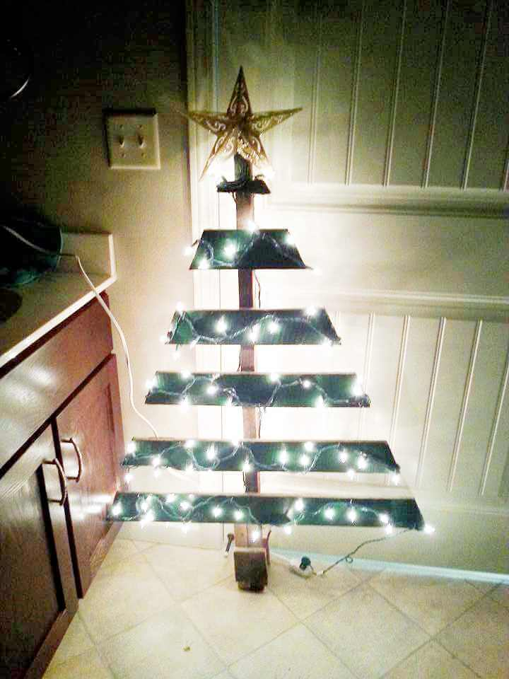 upcycled wooden pallet tree