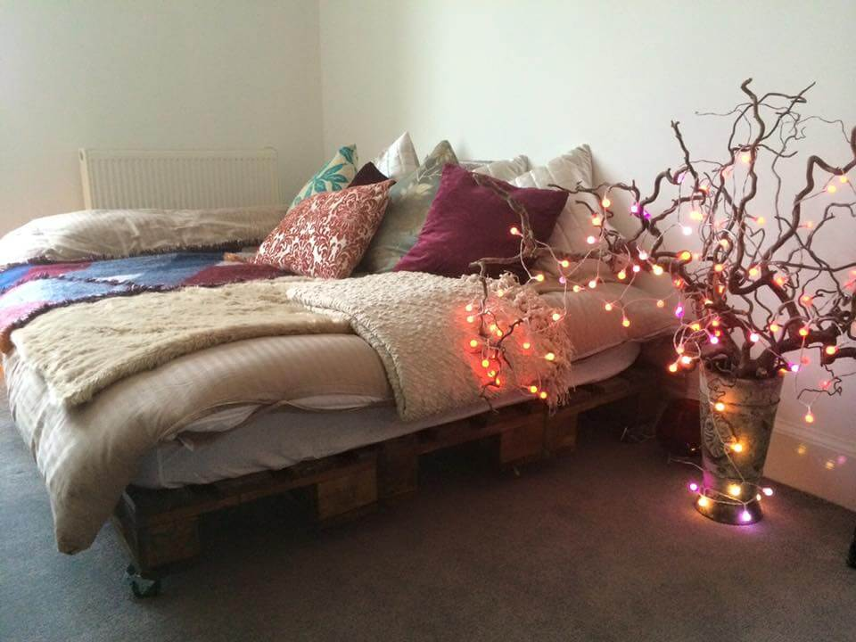 diy pallet bed on wheels