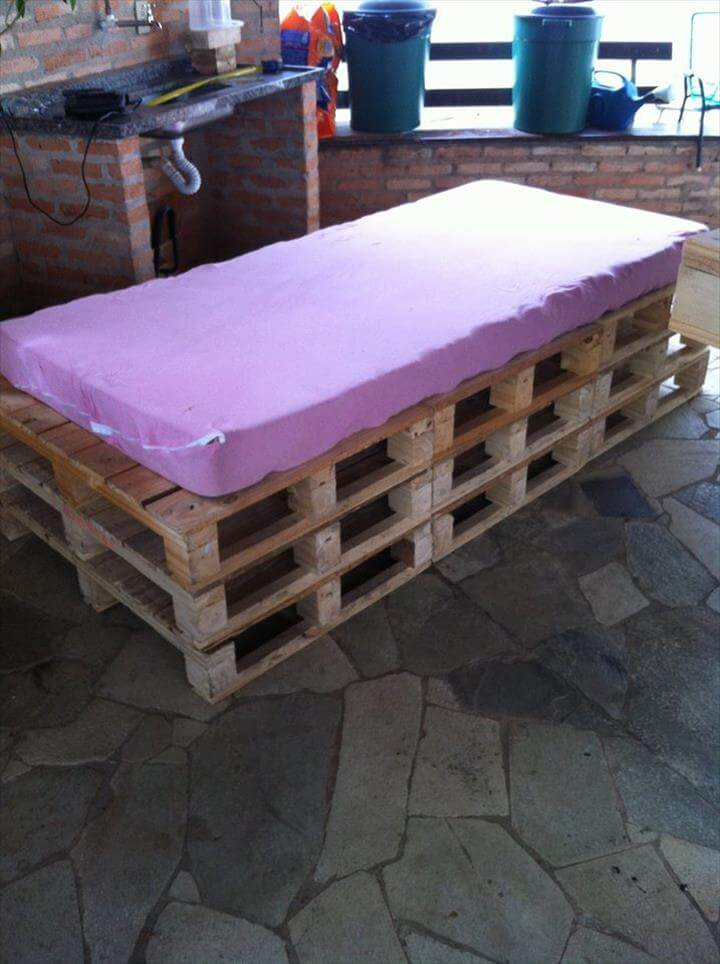 outdoor pallet daybed 101 pallets