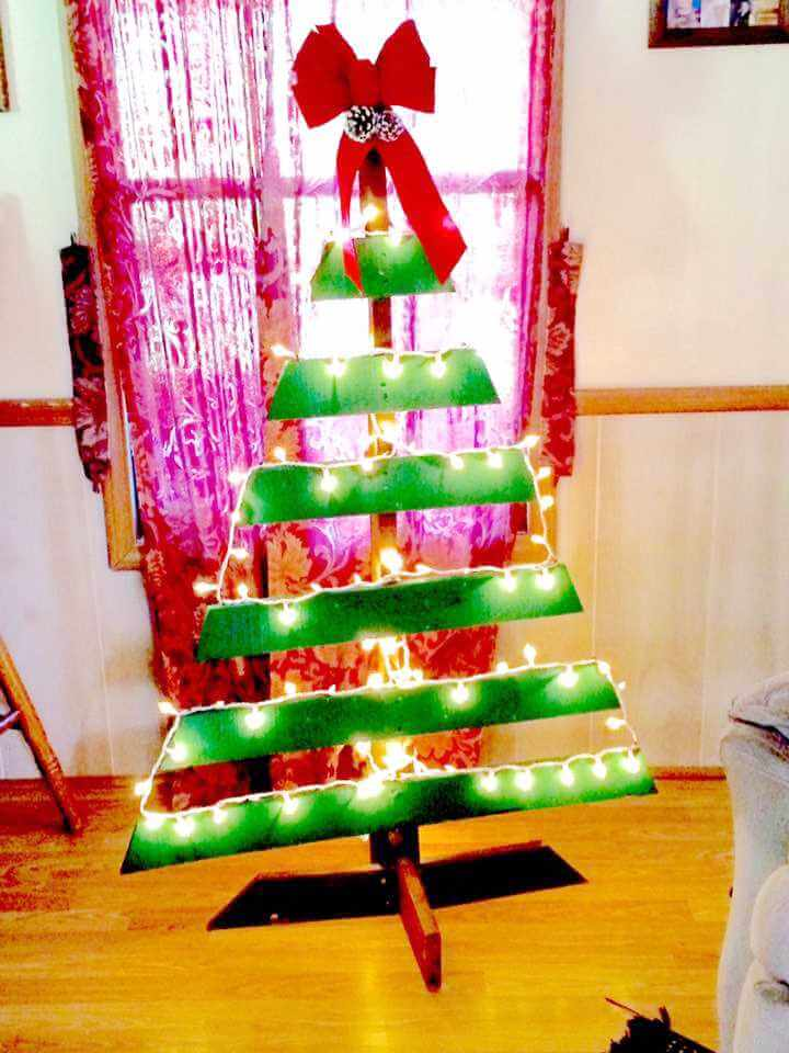 DIY pallet tree decor with lights