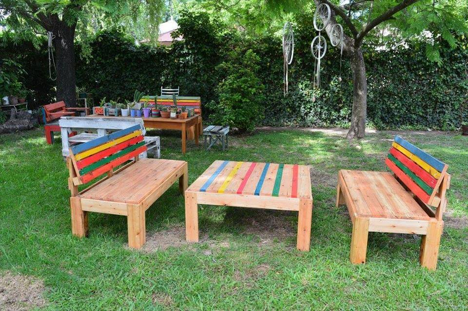 Repurposed pallet outdoor furniture set