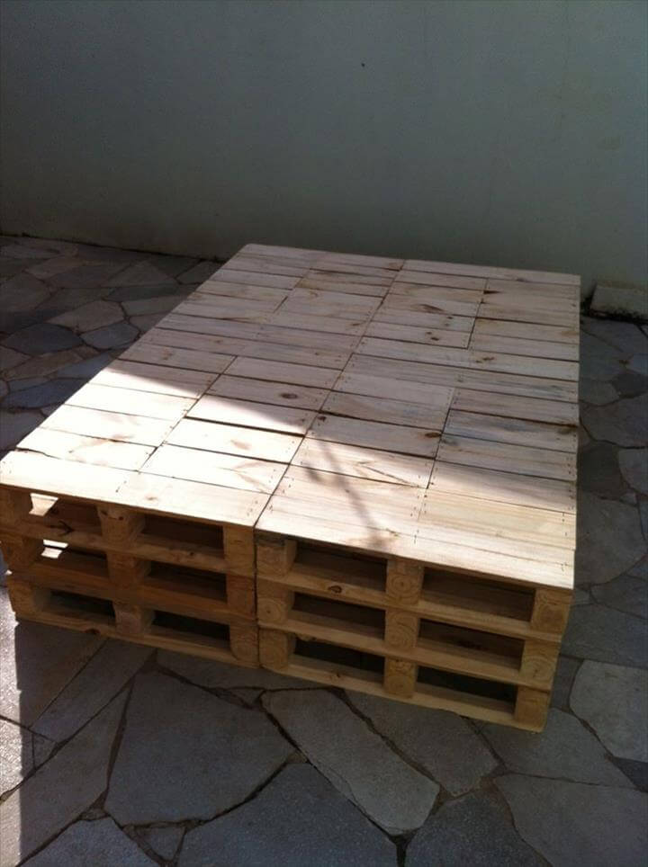Recycled pallet day bed