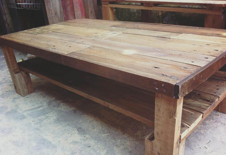 Large wooden pallet coffee table 101 pallets for Coffee tables 45cm wide