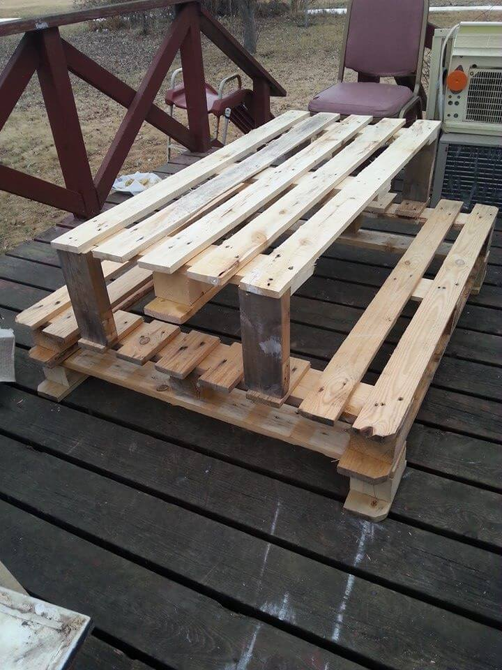Diy pallet picnic table for kids 101 pallets for Building a bench from pallets